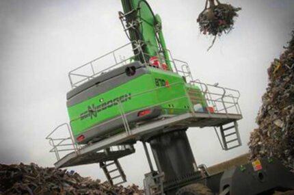 Sennebogen scrap mental and port handling machine in action