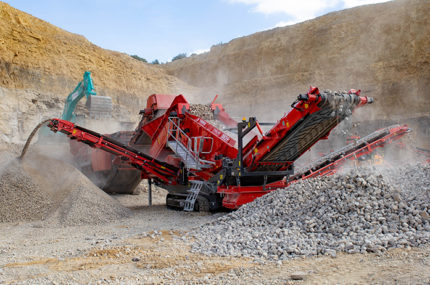 Terex Finlay 883 TS in operation