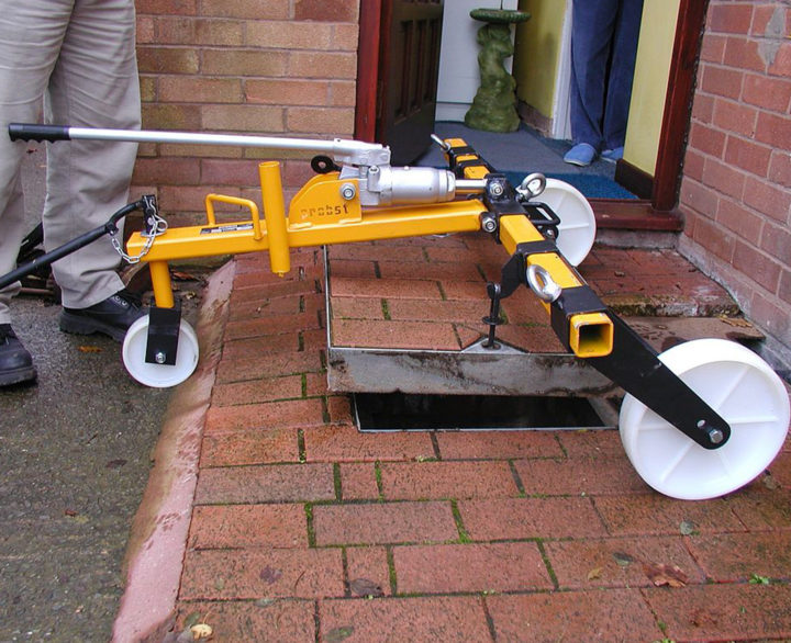 Probst Hydraulic Manhole Cover Lifter